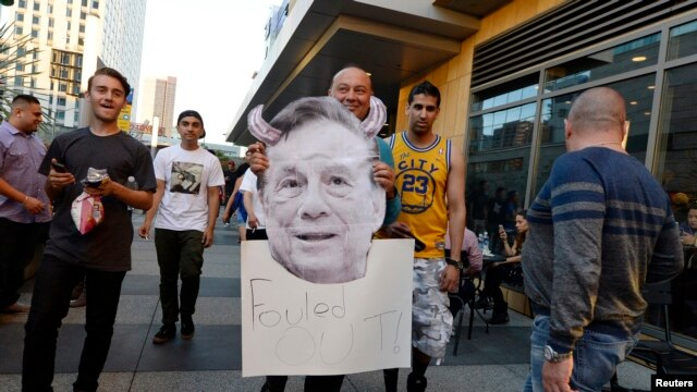 A Los Angeles Clippers fan holds a cut out picture of owner Donald Sterling as the fan arrives to attend the Clippers playoff game five against the Golden State Warriors at the Staples Center in Los Angeles, California, April 29, 2014.