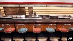 Quầy phục vụ của cửa hàng Woolworth năm xưa giờ được đem trưng bày tại Trung tâm và Bảo tàng Dân sự Quốc tế ở Greensboro, North Carolina