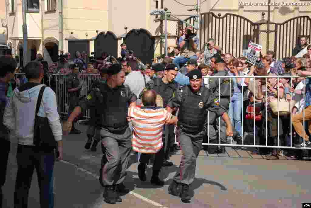 За и против Pussy Riot. Фото: Зураб Джавахадзе
