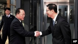 In this photo provided by S. Korea Unification Ministry, S. Korean Vice Unification Minister Chun Hae-sung, right, shakes hands with the head of N. Korean delegation Jon Jong Su before their meeting at Panmunjom in the Demilitarized Zone in Paju, South
