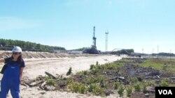 西伯利亞北部漢特-曼西斯克地區的一處油井。(美國之音白樺 拍攝)