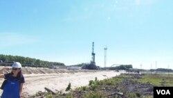 西伯利亚北部汉特-曼西斯克地区的一处油井。(美国之音白桦 拍摄)