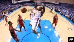 Trận bóng giữa 2 đội Miami Heat và Oklahoma City Thunder