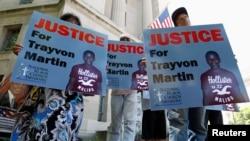 Người biểu tình đòi công lý cho Trayvon Martin bên ngoài Bộ Tư pháp ở Washington, 15/7/2013