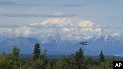 位於阿拉斯加的北美最高峰麥金利。將會改回到迪納利峰。