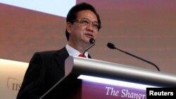 Thủ tướng Việt Nam Nguyễn Tấn Dũng đọc diễn văn trong phiên họp khai mạc cuộc họp Shangri-La bàn về an ninh khu vực Đông Nam Á, ngày 31/5/2013.