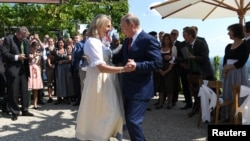 Austria's Foreign Minister Karin Kneissl dances with Russia's President Vladimir Putin at her wedding in Gamlitz, Austria, August 18, 2018.