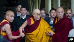 西藏流亡精神领袖达赖喇嘛(2017年3月14日资料照片)