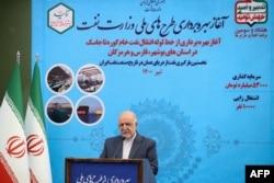Menteri Perminyakan Iran Bijan Namdar Zanganeh, menyampaikan pidato saat peresmian terminal minyak Jask di ibu kota Teheran, 22 Juli 2021. (AFP/Iranian Presidency)