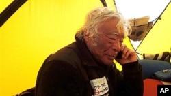 지난 21일 에베레스트 등정에 앞서 베이스 켐프에서 휴식을 취하는 일본인 유이치로 미우라 씨. 올해 80살인 미우라 씨는 23일 에베레스트 최고령 등정에 성공했다.