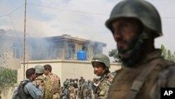 阿富汗軍方在爆炸現場加強戒備