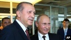 俄羅斯總統普京(右)與土耳其總統埃爾多安資料照。