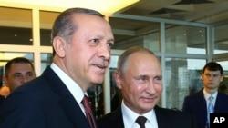 Recep Tayyip Erdogan et Vladimir Poutine, Istanbul, Turquie, le 10 octobre 2016.(Kayhan Ozer/ Presidential Press Service, Pool photo via AP)