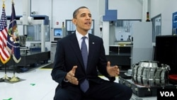 Presiden Barack Obama memberikan pidato mingguannya di Petersburg, Virginia hari Sabtu (10/3).