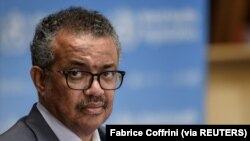 Direktur Jenderal WHO Tedros Adhanom Ghebreyesus menghadiri konferensi pers di tengah wabah COVID-19 di markas WHO di Jenewa Swiss, 3 Juli 2020. (Foto: Fabrice Coffrini via REUTERS)