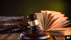 د کال ١٩٧٣ نه تر اوسه پورې يو داسې قاضي ته سزا نه ده ورکړې په چا چې د غبن تورونه لګيدلي دي.