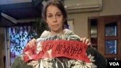 Amernis Jovanovski with funeral wreath sent to her husband, VOA reporter Borjan Jovanovski