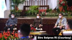 Presiden Joko Widodo dan Menteri Perdagangan M. Luthfi dalam acara Pembukaan Rapat Kerja Nasional Kemendag di Istana Negara, Kamis (4/3). (Foto: Courtesy/Biro Setpres)