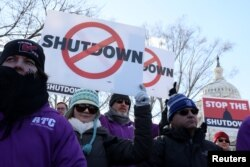 Federal air traffic controller union members protest the partial U.S. federal government shutdown at a rally at the U.S. Capitol in Washington, Jan. 10, 2019.
