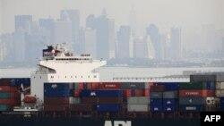 Торговый дефицит США сократился. Экспорт вырос.