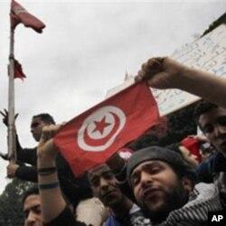 Tunisian demonstrators shout slogans against President Zine El Abidine Ben Ali in Tunis, January 14, 2011