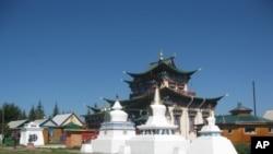 烏蘭烏德市郊的佛教寺廟(美國之音白樺拍攝)