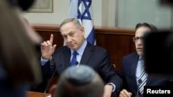 ນາຍົກລັດຖະມົນຕີ ອິສຣາແອລ ທ່ານ Benjamin Netanyahu ເຂົ້າຮ່ວມກອງປະຊຸມ ຄະນະລັດຖະບານ ປະຈຳສັບປະດາ ຢູ່ທີ່ສຳນັກງານ ຂອງທ່ານ ໃນນະຄອນ Jerusalem, ວັນທີ 25 ທັນວາ 2016.