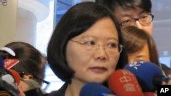 蔡英文在接受記者採訪(資料照片)