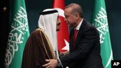 دیدار ملک سلمان پادشاه عربستان سعودی (چپ) با رجب طیب اردوغان رئیس جمهوری ترکیه در آنکارا - ۲۴ فروردین ۱۳۹۵