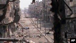 21일 정부군의 폭격으로 폐허가 된 홈스 인근 칼디예의 거리 (시민 제보 동영상 화면).