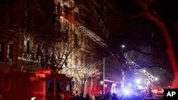 آتش در این ساختمان بعد از چهار ساعت مهار شد.