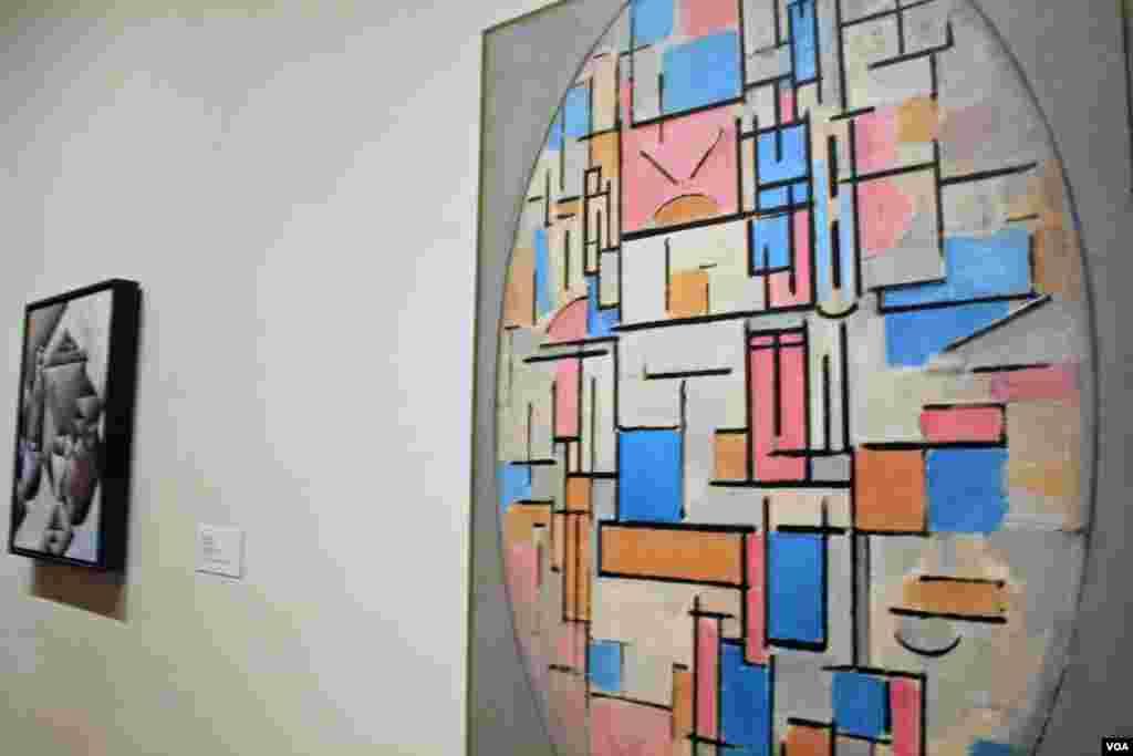 El MoMa (The Museum of Modern Art) es uno de los museos más conocidos de la ciudad de Nueva York por su cosmopolita selección de arte contemporáneo. La entrada cuesta 25 dólares, con acceso gratuito los viernes