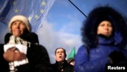 烏克蘭人11月29日在基輔獨立廣場唱烏克蘭國歌支持加入歐盟。