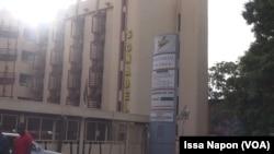 La Société nationale burkinabè de l'électricité (Sonabel) affirme déployer des efforts pour pallier à l'insuffisante de l'offre de l'électricité, à Ouagadougou, 14 juin 2017. (VOA/Issa Napon)