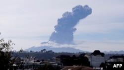 智利南部卡尔布科火山喷发的景象(2015年4月30日)