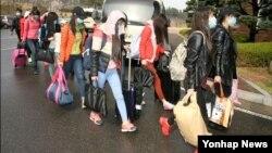 북한 해외식당에서 근무하는 종업원 13명이 집단 탈출해 한국에 입국했다고 한국 통일부가 지난 4월 밝혔다. (자료사진)
