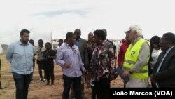 Ministra das Pescas, Vitória de Barros Neto, com donos da Tchiome, Benguela