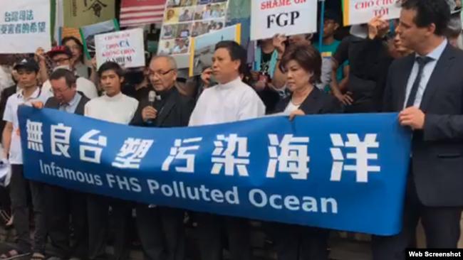 Linh mục Hoàng Đức Oanh phát biểu tại cuộc tuần hành và họp báo tại Đài Bắc, ngày 11/6/2019. Photo Facebook Hội Công lý cho Nạn nhân Formosa.