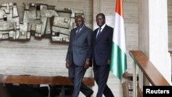 PM Sementara Mali Cheick Modibo Diarra (kiri) dan Presiden Pantai Gading Alassane Outtara di Istana Presiden Pantai Gading di Abidjan (Foto: dok). Partai pendukung mantan presiden Gbagbo membantah tuduhan kudeta dan menuding pemerintahan Outtara merekayas