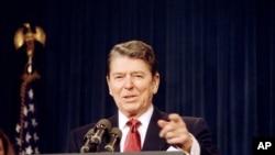 로널드 레이건 미국 대통령이 1988년 1월 백악관에서 연설하고 있다.