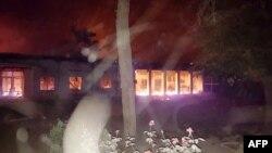 국경없는의사회가 3일 공개한 사진. 아프간 북부 쿤두즈의 병원의 미군의 공습으로 불타고 있다.