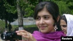 Nhà hoạt động trẻ 14 tuổi người Pakistan Malala Yousufzai hiện vẫn còn hôn mê