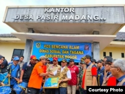 Kepala BNPB Letjen Doni Monardo bersama Menko PMK Muhadjir Effendi dalam penanganan bencana di Bogor, 4 Januari 2020. (Foto: BNPB)