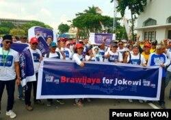 Salah satu kelompok alumni dari Universitas Brawijaya, Malang, hadir dalam deklarasi dukungan alumni Jawa Timur untuk Jokowi