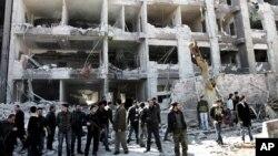 Kelompok Militan Radikal Suriah, Jabhat al-Nusra, menyatakan bertanggung-jawab atas sejumlah pemboman bunuh diri di Suriah (Foto: dok). Amerika menyebut kelompok Jabhat al-Nusra sebagai nama lain al-Qaida di Irak (11/12).