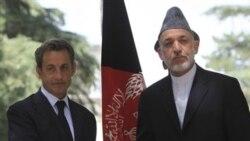 حامد کرزی و نیکولا سارکوزی در کاخ ریاست جمهوری در کابل، افغانستان. ۱۲ ژوئیه ۲۰۱۱