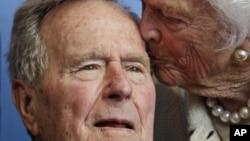 美国前总统老布什和前第一夫人芭芭拉布什(资料照片)