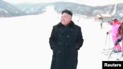 북한의 김정은 국방위 제1위원장이 최근 개장한 마식령 스키장을 방문했다고, 북한 관영 '조선중앙TV'가 지난 달 31일 보도했다.