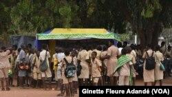 Campagne de sensibilisation sur les grossesses précoces à Djougou dans le nord du Bénin, le 11 juillet 2019. (VOA/Ginette Fleure Adandé)