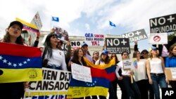 Foto de archivo de una protesta frente a la sede de Organización de los Estados Americanos en Washington D.C. contra el gobierno de Venezuela.